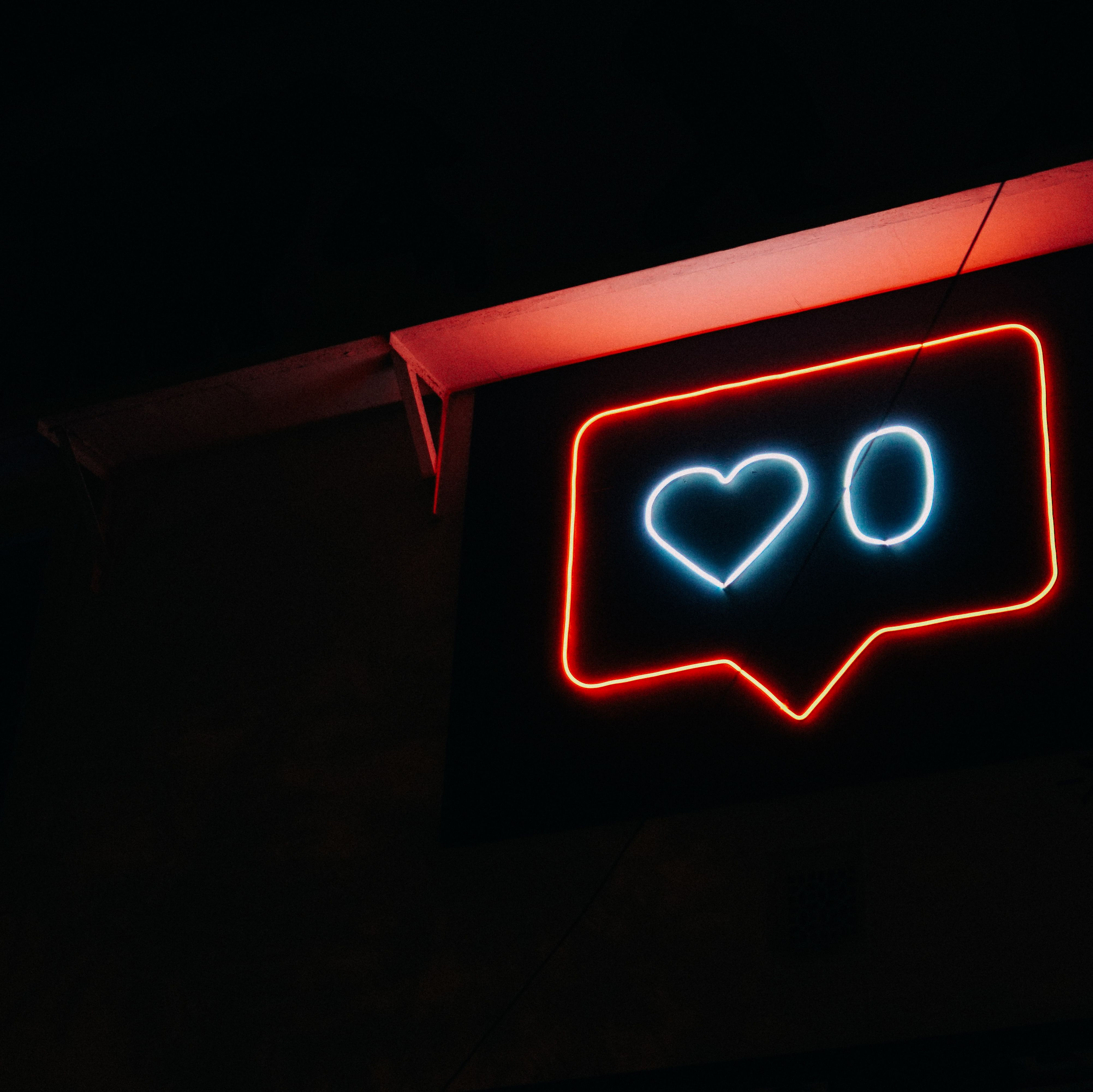 Leitmessen 2019: Social Media und Entscheider-ansprache|https://pluecom.de/wp-content/uploads/2019/11/PLÜCOM-Autorenbeitrag-Messetrends-2019.pdf